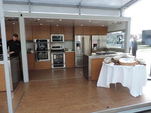 World\'s First Mobile Kitchen Showroom - The Luxkitchen
