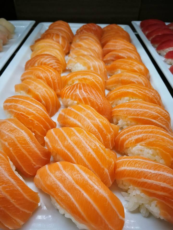 King Buffet Salmon Nigiri