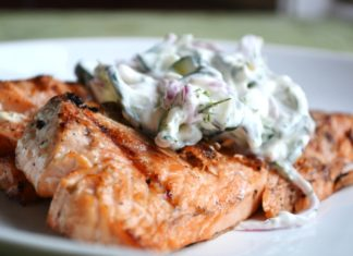 Grilled Salmon With Cucumber Dill Sauce