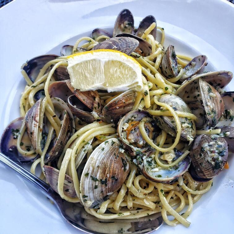 Basilico's Linguine & Clams